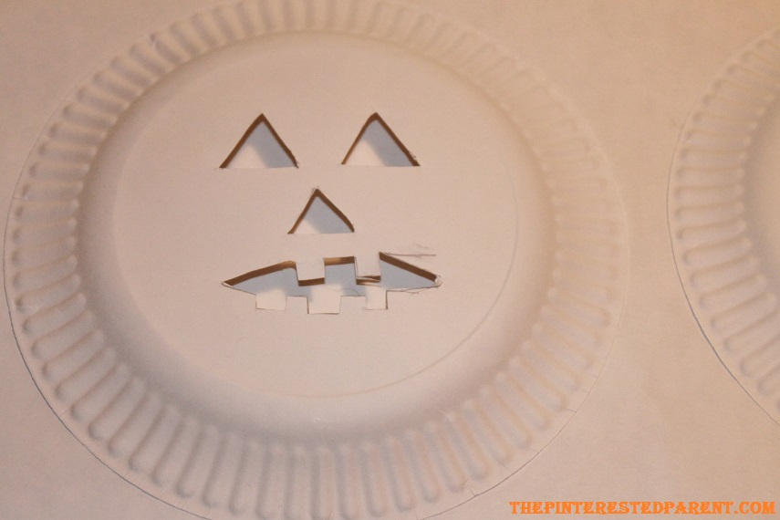 how to make a lantern out of paper plates